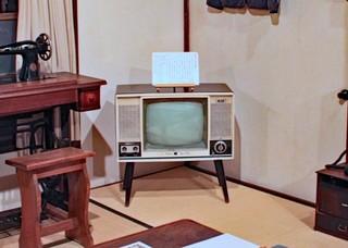 白黒テレビのある茶の間.jpg